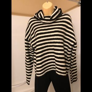 Forever 21 turtle neck sweater size L